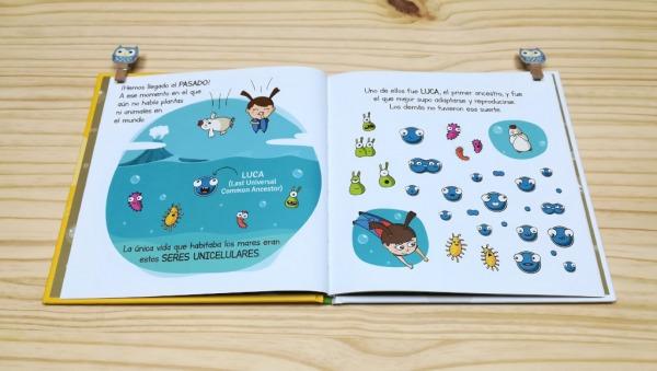 """Páginas interiores 1 del libro """"Evolución"""", de Carlos Pazos"""