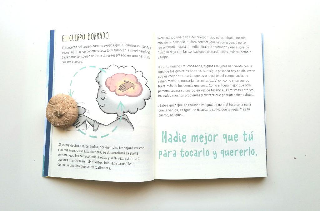 Interior del libro Tu Cuerpo Mola Aprende a descubrirlo. Menstruita